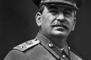 Авторитарный лидер